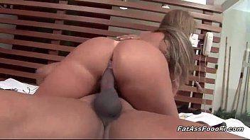 Sexo e pornô com mulher brasileira rabuda fodendo